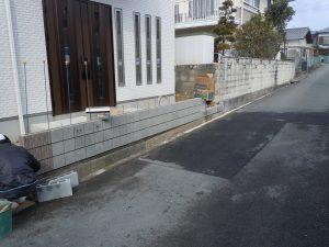 ブロック塀積み上げです!